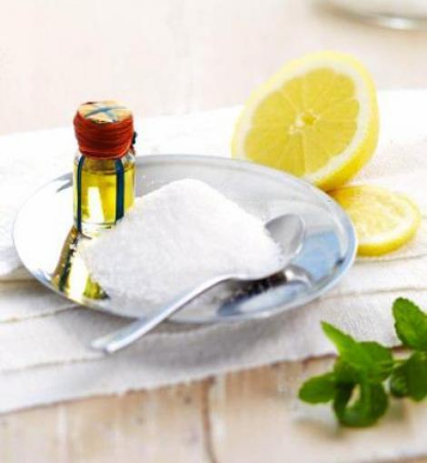 limpieza-facial-hombre-hacer-exfoliante-casero-azucar-y-aceite