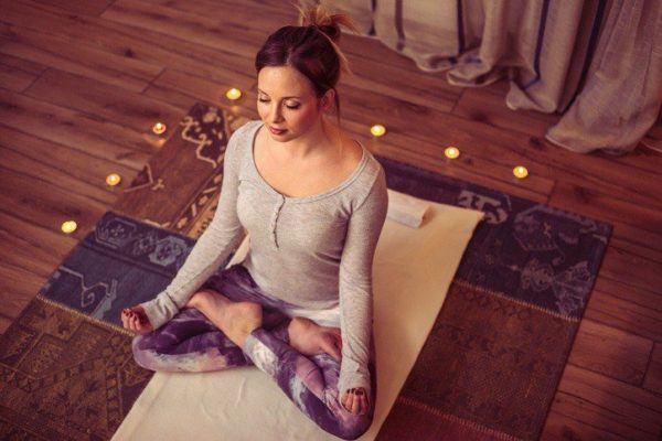 Ejercicios para combatir el estres y la ansiedad iluminacion adecuada