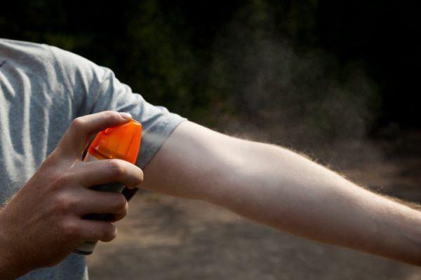 Consejos para evitar a los mosquitos spray