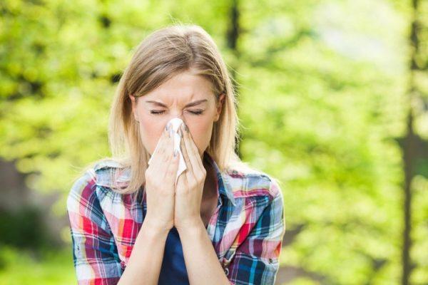 Causas de la escarlatina mucosas del estornudo