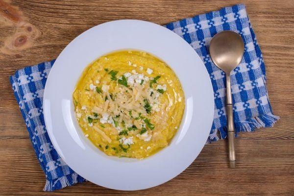 Tipos de polenta polenta con queso para los aficionados al queso y al maiz