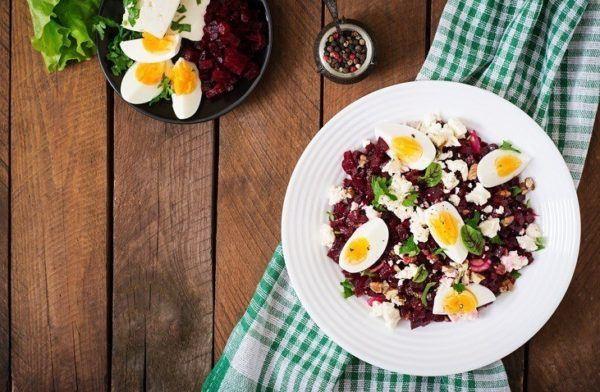 Beneficios de la remolacha con huevo duro