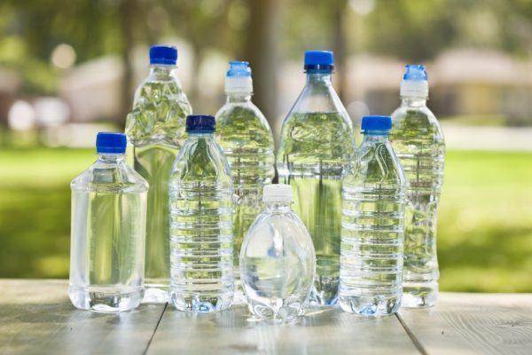 Como tomar te blanco agua embotellada