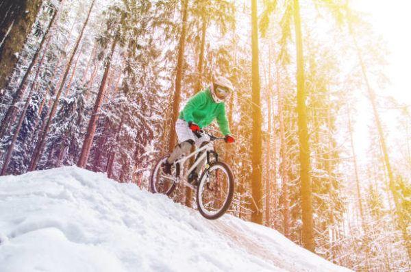 Mejores deportes para practicar en invierno Descenso en bicicleta Downhill