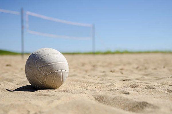 Mejores deportes para practicar en invierno voleibol playa