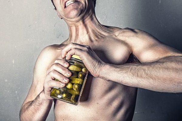 beneficios-de-la-glutamina-hombre-fuerza