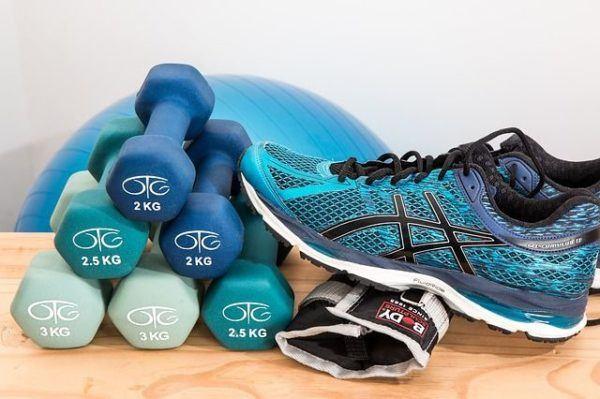 beneficios-de-la-glutamina-pesas-deportivas