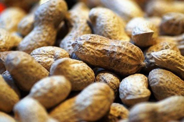 cacahuetes-crudos-beneficios-cacahuetes-con-piel