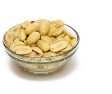 Propiedades y beneficios de los cacahuetes en crudo