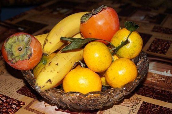 kaki-caqui-propiedades-fruto-cesta-de-frutas