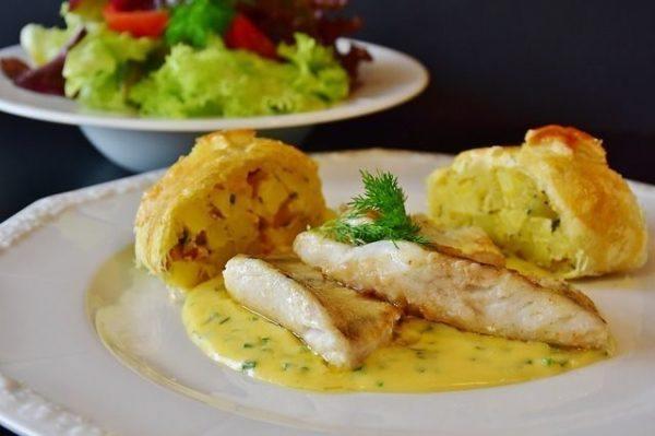 tilapia-beneficios-propiedades-pescado-en-salsa-amarilla