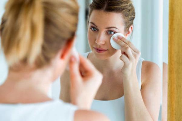Como desmaquillar el rostro correctamente