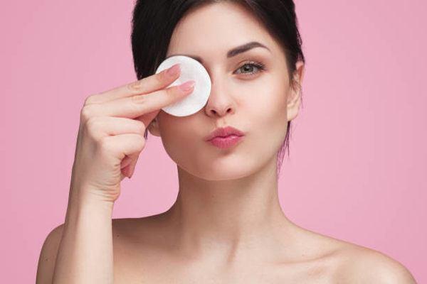 Como desmaquillar los ojos correctamente