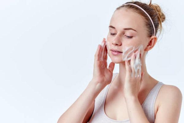 Como desmaquillar los ojos el rostro correctamente