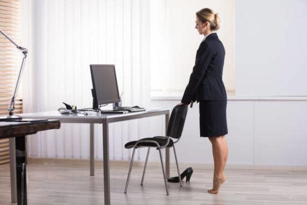 Ejercicios para hacer mientras trabajas en la oficina ejercicio de pantorillas