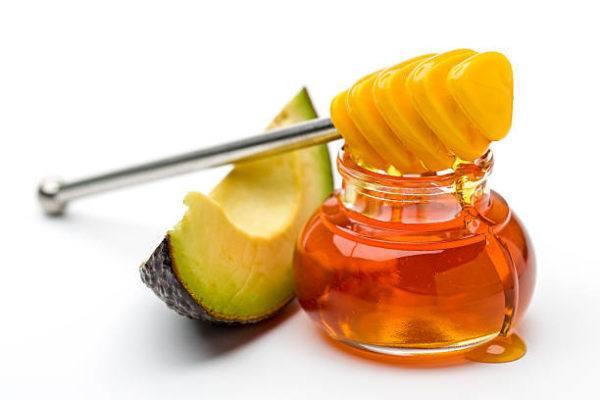 Mejores recetas caseras para tratar talones agrietados secos Aguacate y crema de miel