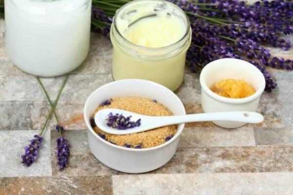 Mejores recetas caseras para tratar talones agrietados secos Manteca de karité y aceite de cocol