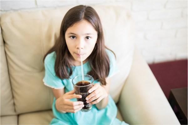 Los refrescos de cola suelen tener mucha cafeína