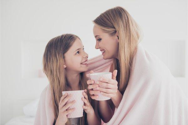 Los niños pueden o no pueden tomar té