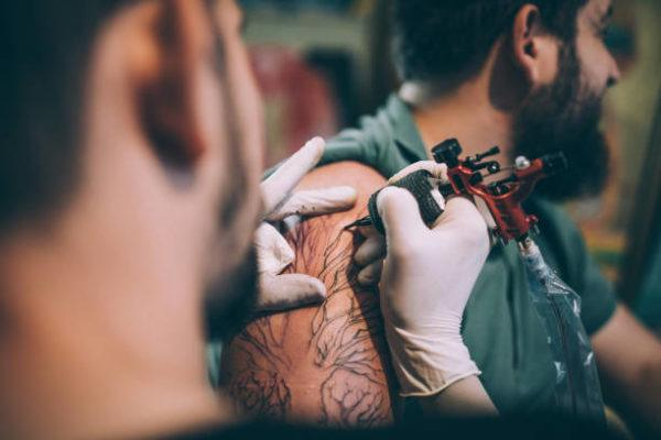 Que enfermedades puede producir un tatuaje