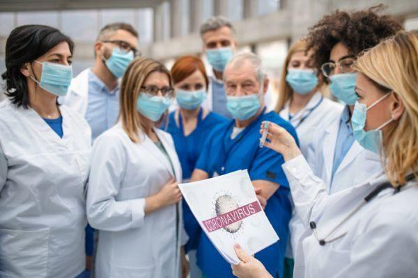 visitar-hospital-durante-cuarentena-por-coronavirus-precaucion-medicos-istock