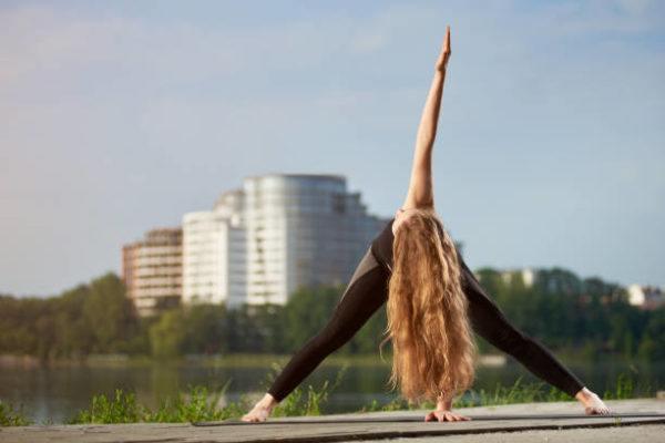 Yoga para ninos beneficios consejos y las mejores posturas Trikonasana